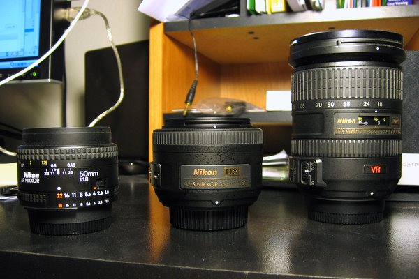 Nikon 35mm, 50mm, 18-200mm size comparison